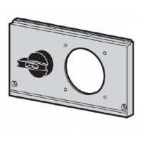 ABB FMCE Лицевая панель с механической блокировкой и выключателем нагрузки FMCE49, Розетка 16A, 1 ряд